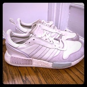 Size 9 . ADIDAS  Walkers newer